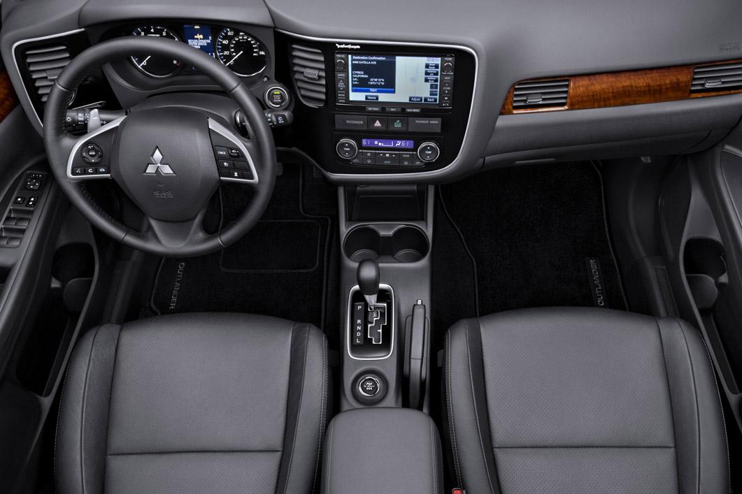 ミツビシ アウトランダー 2015 (Mitsubishi Outlander) mitsubishi outlander